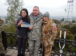 Флешмоб «#Язахисник» дістався найвищої точки Львова - Високого замку (ФОТО)