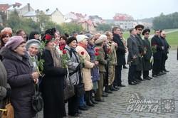 Львівська влада та ветерани поклали квіти до Меморіалу невідомому вояку УПА (ФОТО)