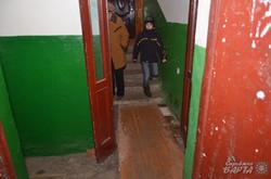 Двері замість підлоги: у підїзді будинку по вул. Стрийська 148а