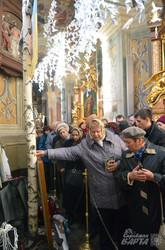 У храмі Петра і Павла освятили хрест, який вцілів після обстрілів в зоні АТО (ФОТО)