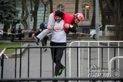 У Львові відбувся дебютний чоловічий забіг з дружинами на плечах (ФОТО)