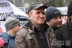 Перевізники вийшли на пікет під стінами Львівської міської ради (ФОТО)