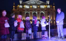 У Львові засвітили новорічно-різдвяну ялинку (ФОТО)