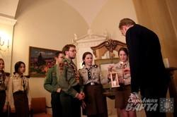 Меру Львова пластуни урочисто передали Вифлеємський вогонь миру (ФОТО)