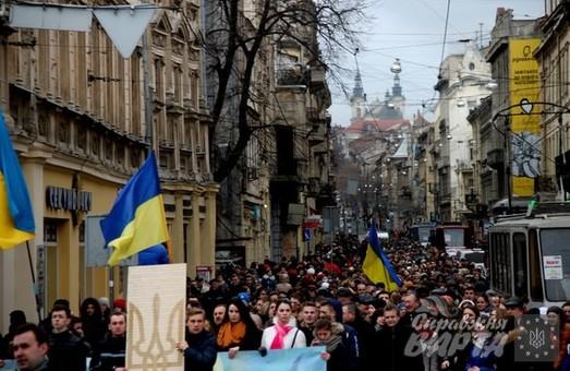У Львові студенти вшанували пам`ять Небесної Сотні тихою ходою (ФОТО)