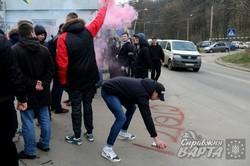 """У Львові активісти пікетували """"Галичфарм"""" через рекламу на """"Інтері"""" (ФОТО)"""