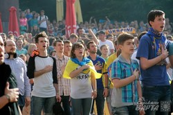 Львівські вболівальники вболівають за Україну під час провальної гри з Північною Ірландією (ФОТО)