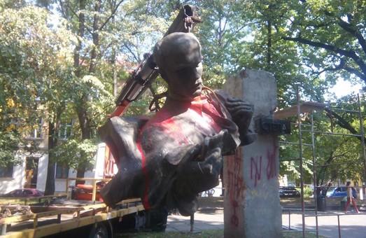 У Львові демонтували пам'ятник Тудору