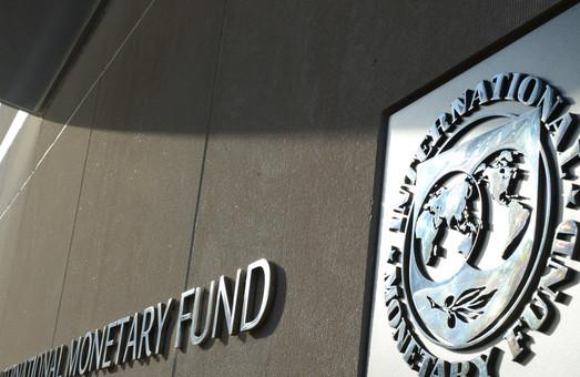 Порошенко повідомив про рішення МВФ продовжити співпрацювати з Україною