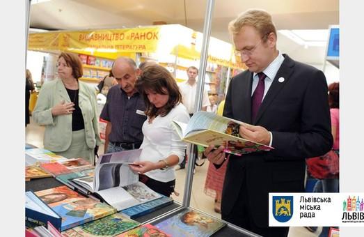 Андрій Садовий висловив бажання профінансувати нову книгу про історію України з міського бюджету