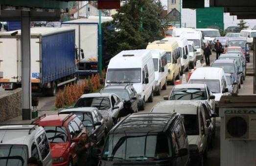 На кордоні з Польщею стоять чотири сотні автівок