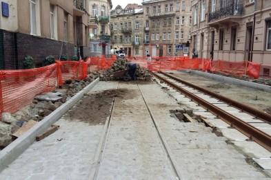 На львівській вулиці змонтували трамвайну колію