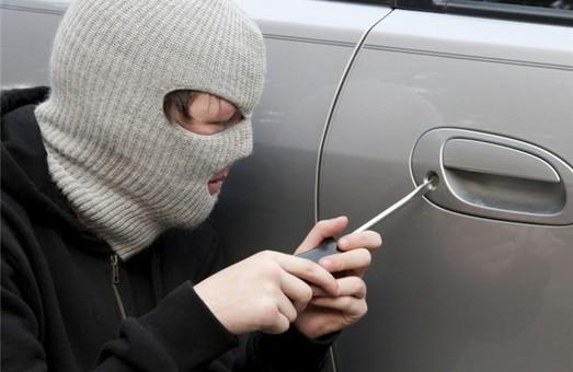 У Львові з автівки викрали 1,5 мільйона гривень