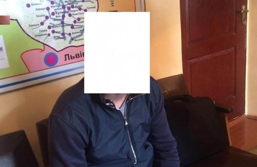 Вночі за хабар у Львові затримали інспектора патрульної поліції (ФОТО)