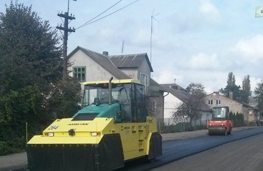 Львівських дорожників каратимуть за роботи у дощ