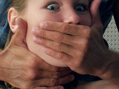 На Львівщині дівчину намагався зґвалтувати односелець