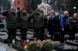 Влада та громадськість Львова поклали квіти до могил Небесної Сотні на Личакові (ФОТО)