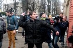У Львові біля Генконсульства Росії кримчани організували мистецьку акцію (ФОТО)
