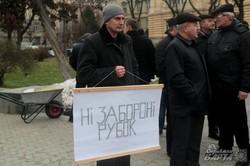 У Львові чоловіки ледь не побились через ліс (ФОТО)
