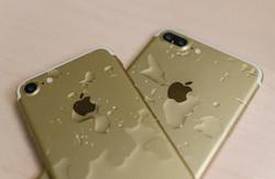 Митники знайшли три Iphone 7 у старому одязі