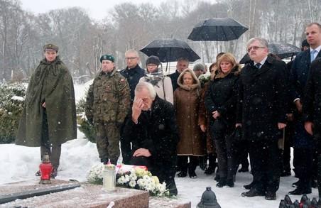 На Личаківському кладовищі делегація Українсько-Польської парламентської асамблеї поклала квіти до могил воїнів (ФОТО)