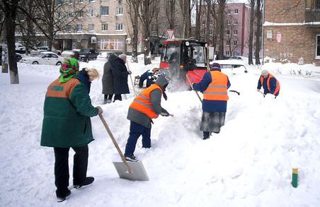 Вночі у Львові працюватиме 75 одиниць снігоприбиральної техніки