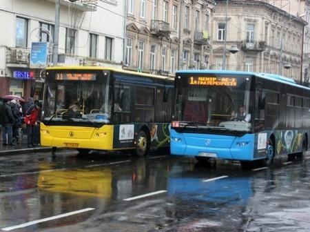 Замість восьми автобусних маршрутів у Львові змінять лише 3