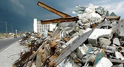 У Львові замість кінотеатру - сміттєзвалище