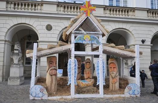 Незабаром біля входу до львівської Ратуші відкриють різдвяну шопку