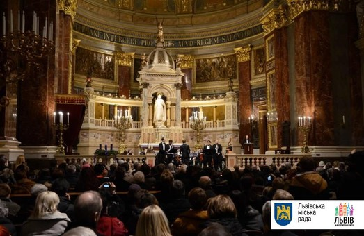 Львівські музиканти колядували в Будапешті