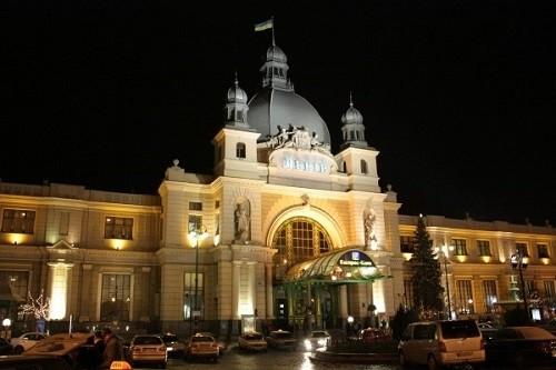 Вночі повідомили про фальшиве замінування львівського вокзалу