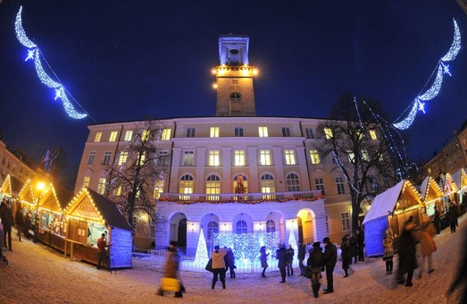 Сьогодні Львів засяє святковими вогниками