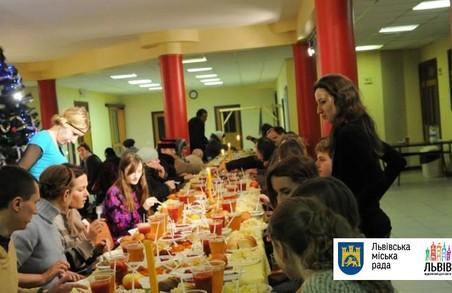 У Святвечір студенти збираються нагодувати 800 львівських безхатьків