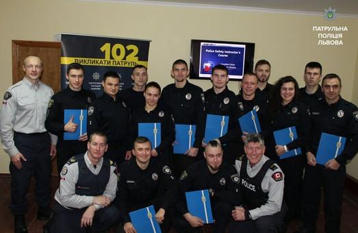 Для львівських поліцейських провели інструктаж канадці