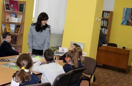 Львівські правоохоронці організували для дітей подорож у країну Правил дорожнього руху