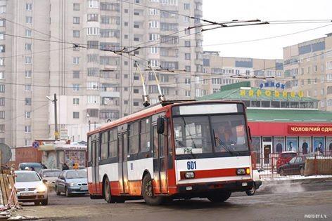 """У Львові тролейбус знову їздить до """"Санти"""""""