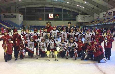 Юні хокеїсти з Львівщини тріумфували на міжнародному турнірі у Польщі