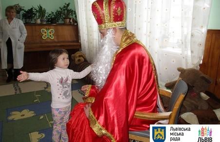 """Миколай від львівського """"Карітасу"""" подарував свято дітям"""