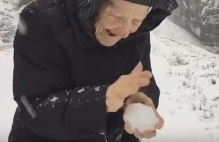 Небайдужі мешканці Львівщині врятували літню жінку