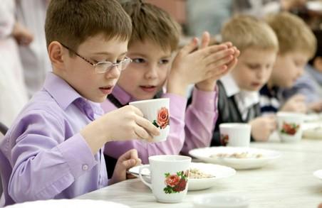 Дошкільнята і школярі Львова харчуватимуться безкоштовно у 2017 році
