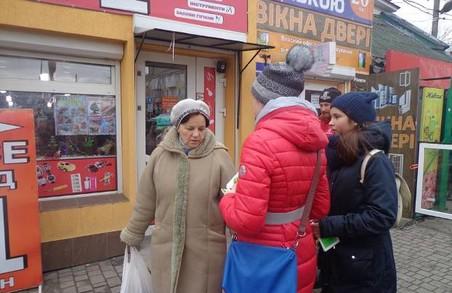 Активісти і поліція провели на Львівщині акцію за збереження живих ялинок