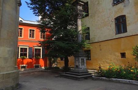 За Вірменським провулком у Львові спостерігають через відеокамери