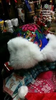 У Львові крадуть шапки