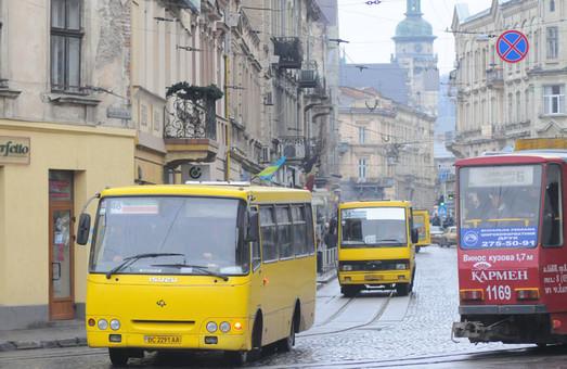 Ввечері на рейси у Львові не виїхало 308 автобусів