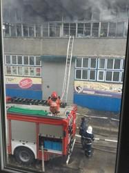 """7 годин поспіль горів завод """"Електрон"""". Двох пожежників забрала швидка (ФОТО)"""