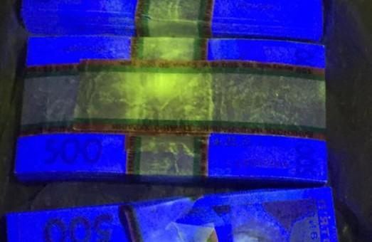 """""""Військова прокуратура затримала """"на гарячому"""" за вимагання та отримання """"хабара"""" помічника одного з нардепів"""", - Анатолій Матіос (ФОТО)"""