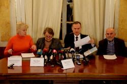 Львів`янам про зникнення стародруків вартістю десятки мільйонів доларів повідомили у віршах (ФОТО)