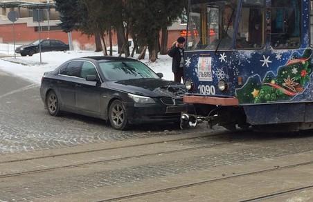 У Львові сталася ДТП за участі трамваю