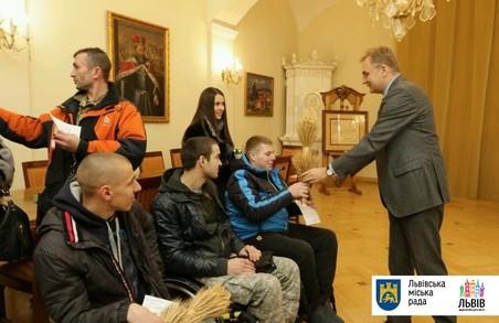 Вісім учасників АТО отримали ключі від квартир у Львові