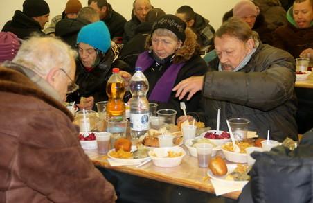 Диво Різдва: сотні безхатьків у Львові ситі та зігріті (ФОТО)
